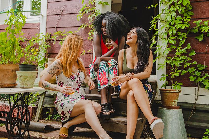 Sororidade: e se parássemos de ver outras mulheres como rivais?