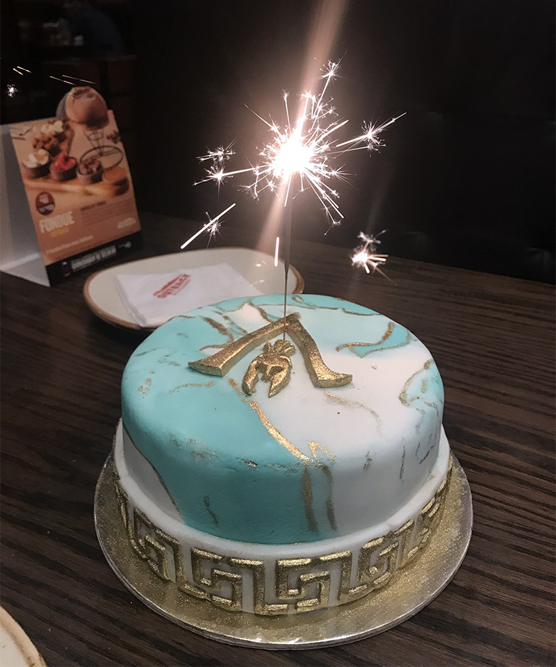 Meu bolo de aniversário com o tema Assassin's Creed Odyssey. Comemorando!
