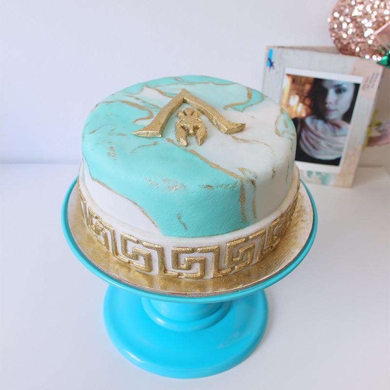 Fiz um bolo com tema de Assassin's Creed Odyssey para comemorar meu aniversário!